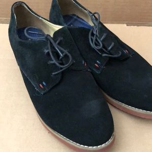 Tommy Hilfiger 9.5M black shoes Lace up.